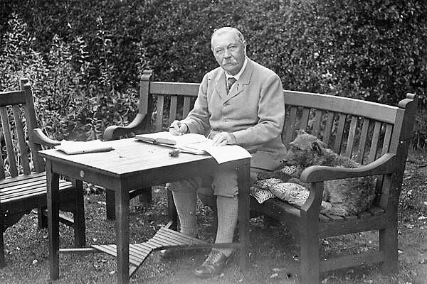 Arthur Conan Doyle and co-writer
